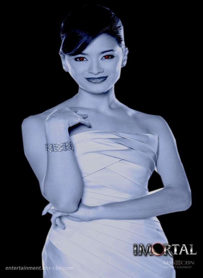Maricar Reyes' return as Samantha Imperial on La Luna Sangre