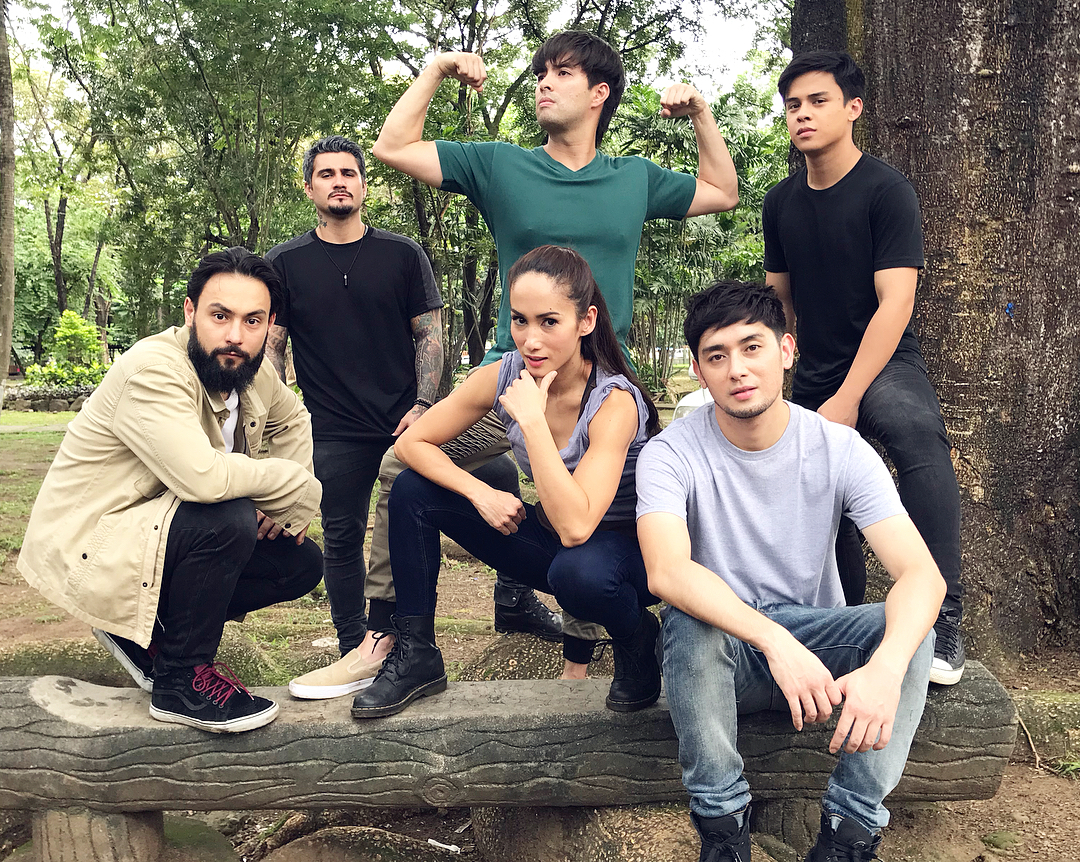 LOOK: What the stars of La Luna Sangre do in between takes